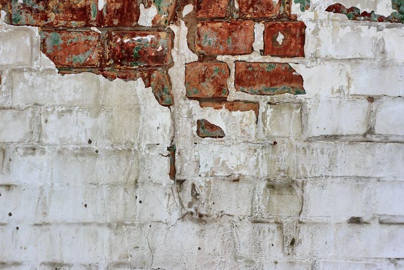 葡萄酒老砖墙纹理 难看的东西红色白色阻碍背景 困厄的墙壁表面 脏的宽Brickwall 破旧的Buil 免版税图库摄影