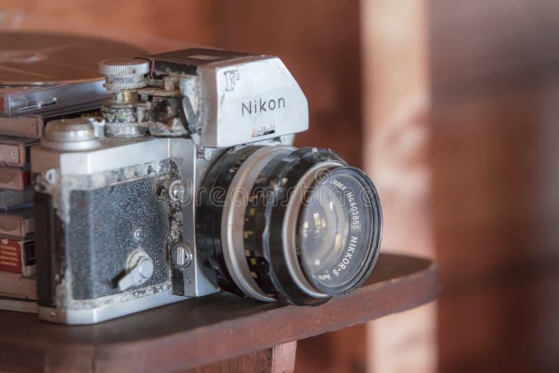 葡萄酒老nikon照相机 免版税库存图片