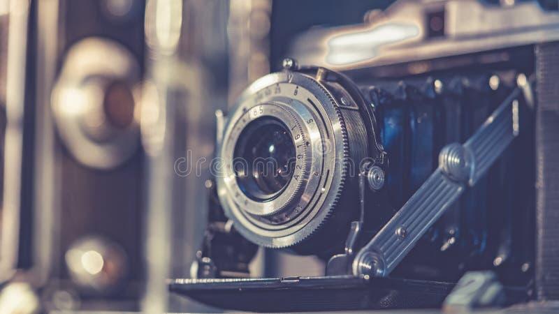 葡萄酒胶卷相机设置了可收回 库存照片