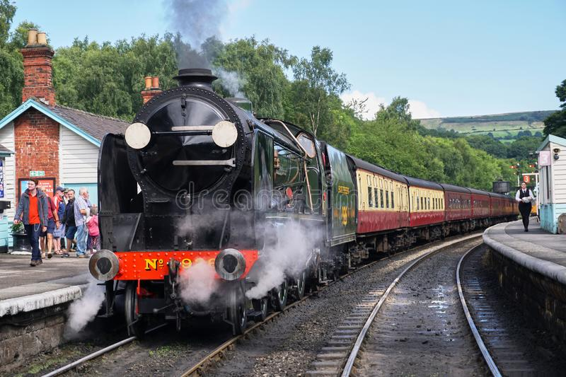 葡萄酒蒸汽引擎正面图-北约克郡停泊铁路 免版税库存图片