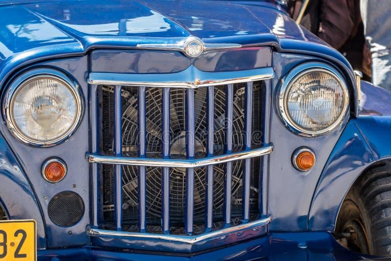 葡萄酒蓝色威利斯汽车前面水箱在老朋友车展,以色列提出了 库存图片