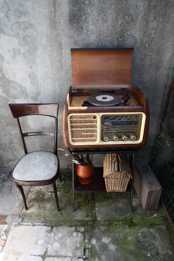 葡萄酒转盘收音机 库存照片