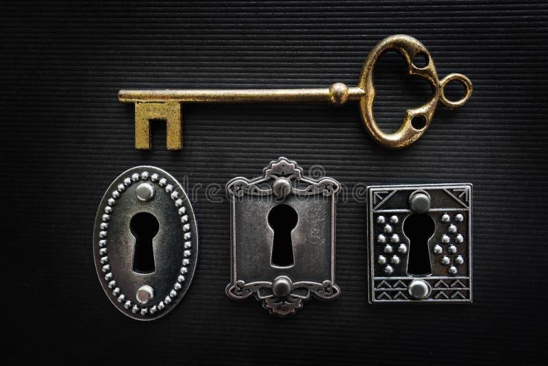 葡萄酒锁和钥匙 免版税库存照片