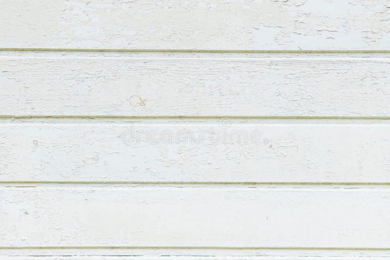 葡萄酒风化了破旧的白色被绘的木纹理作为背景 土气白色淡色木板条纹理 木的墙壁 库存图片