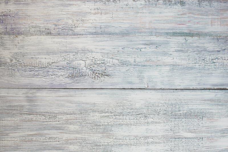 葡萄酒风化了破旧的白色,蓝色作为背景的被绘的木纹理 库存照片