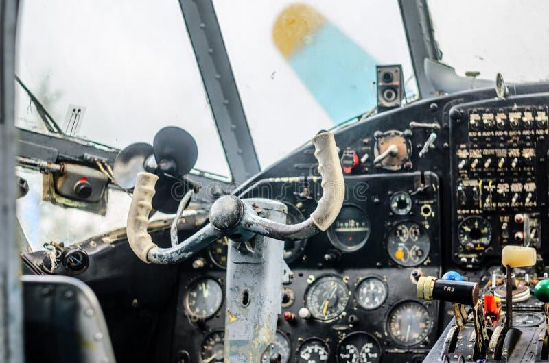 葡萄酒飞机驾驶舱内部 免版税库存照片