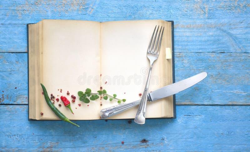 葡萄酒食谱书,与空的页的菜谱 免版税图库摄影