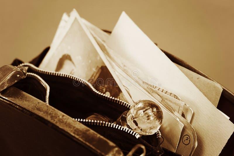 葡萄酒香水和老文件 免版税库存照片