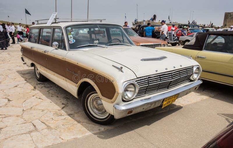葡萄酒1963年福特(美国)猎鹰在老朋友车展提出的大地主无盖货车,以色列 库存图片