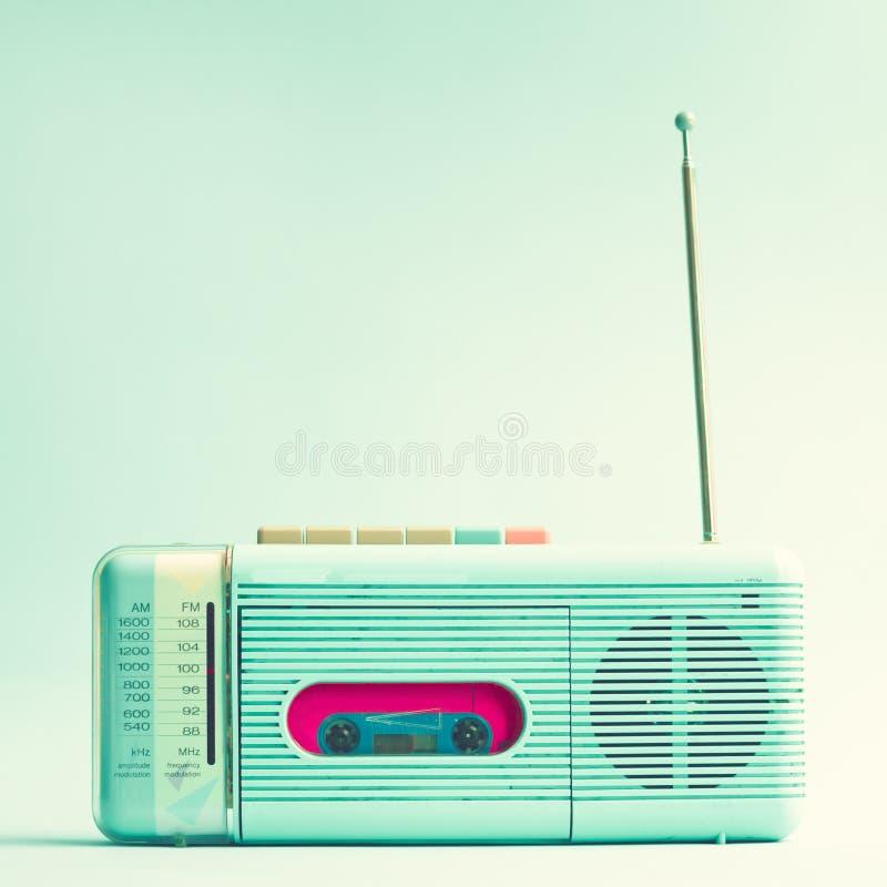 葡萄酒绿松石收音机 向量例证