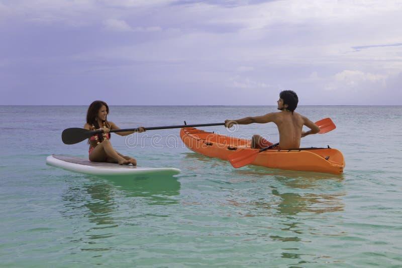 董事会夫妇皮船桨 库存照片