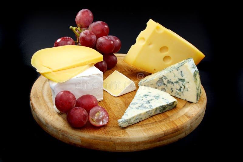 董事会木干酪的葡萄 免版税库存图片