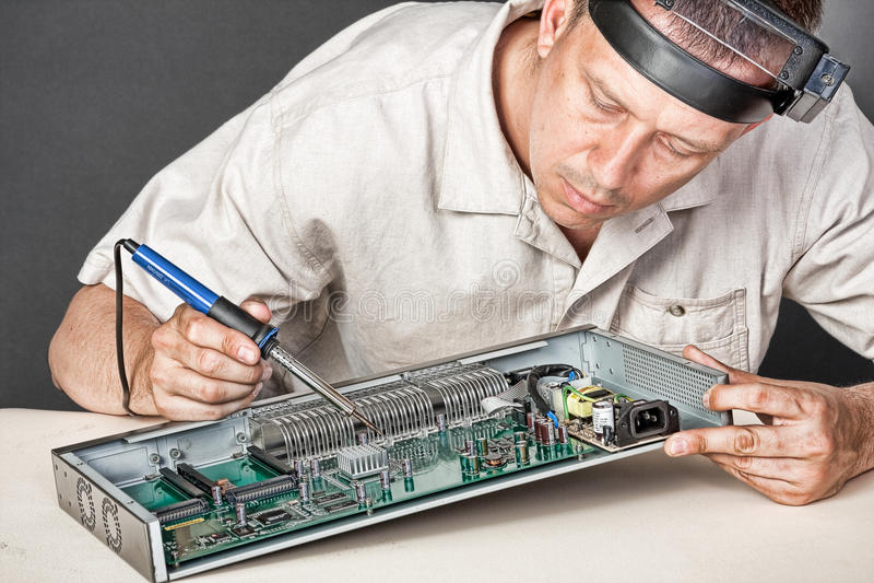 董事会电路工程师修理 免版税库存照片