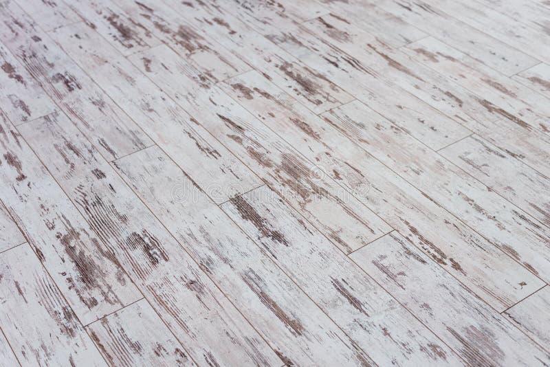 董事会老木 有破旧的老油漆的木墙壁 范围 木纹理 树的横断面 背景 免版税库存图片