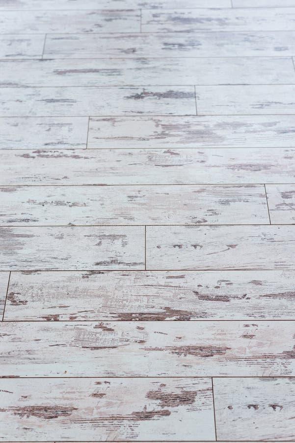 董事会老木 有破旧的老油漆的木墙壁 范围 木纹理 树的横断面 背景 库存图片