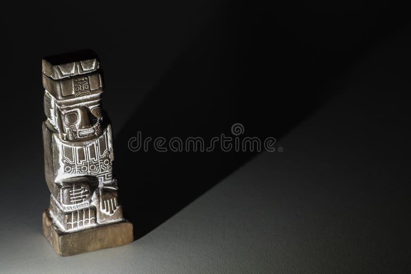 蒂亚瓦纳科文化陶瓷巨型独石雕象  图库摄影