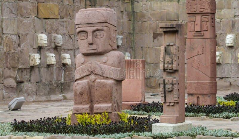 从蒂亚瓦纳科的神象雕象在拉巴斯,玻利维亚 免版税图库摄影
