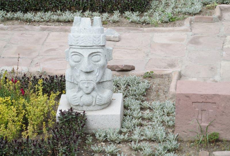 从蒂亚瓦纳科的雕象 库存图片