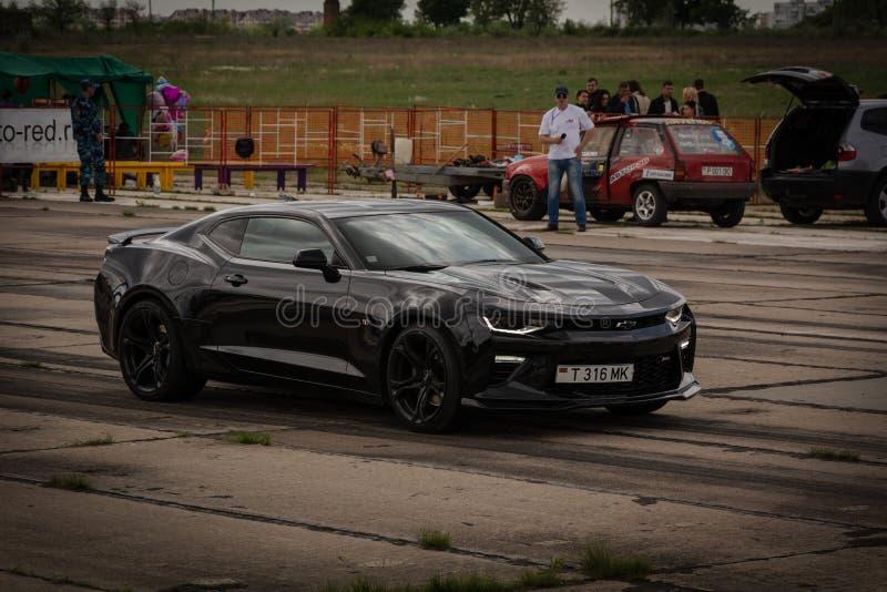 蒂拉斯波尔,摩尔多瓦- 2019年5月11日:雪佛兰Camaro SS -参加阻力赛车,做准备 免版税图库摄影