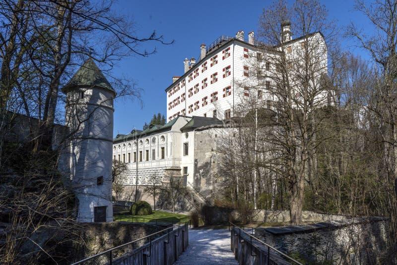 蒂罗尔,奥地利- 2019年4月1日:Ambras城堡或施洛斯Ambras因斯布鲁克是位于因斯布鲁克和宫殿的城堡, 图库摄影
