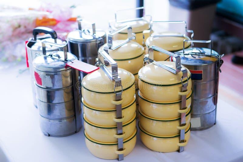 蒂芬载体,与五颜六色的减速火箭的食物载体的静物画 库存图片