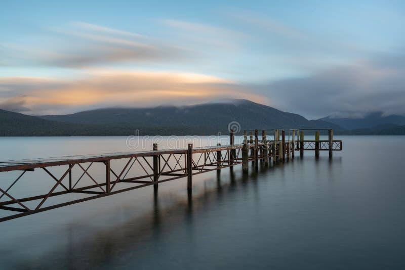 蒂阿瑙湖日落视图  免版税图库摄影