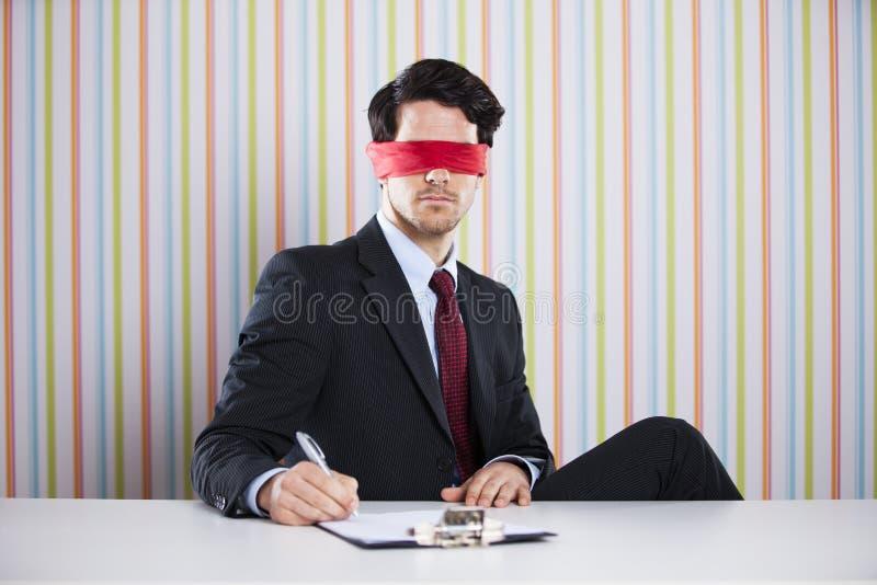 蒙住眼睛的商人 库存照片