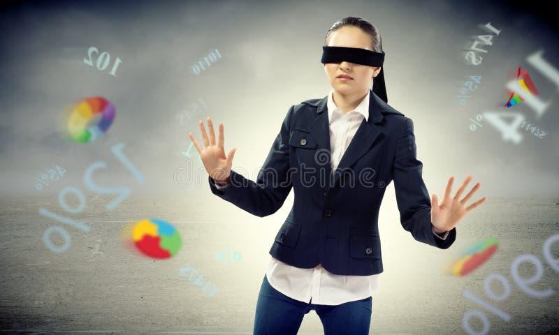 年轻蒙住眼睛的妇女 免版税库存图片