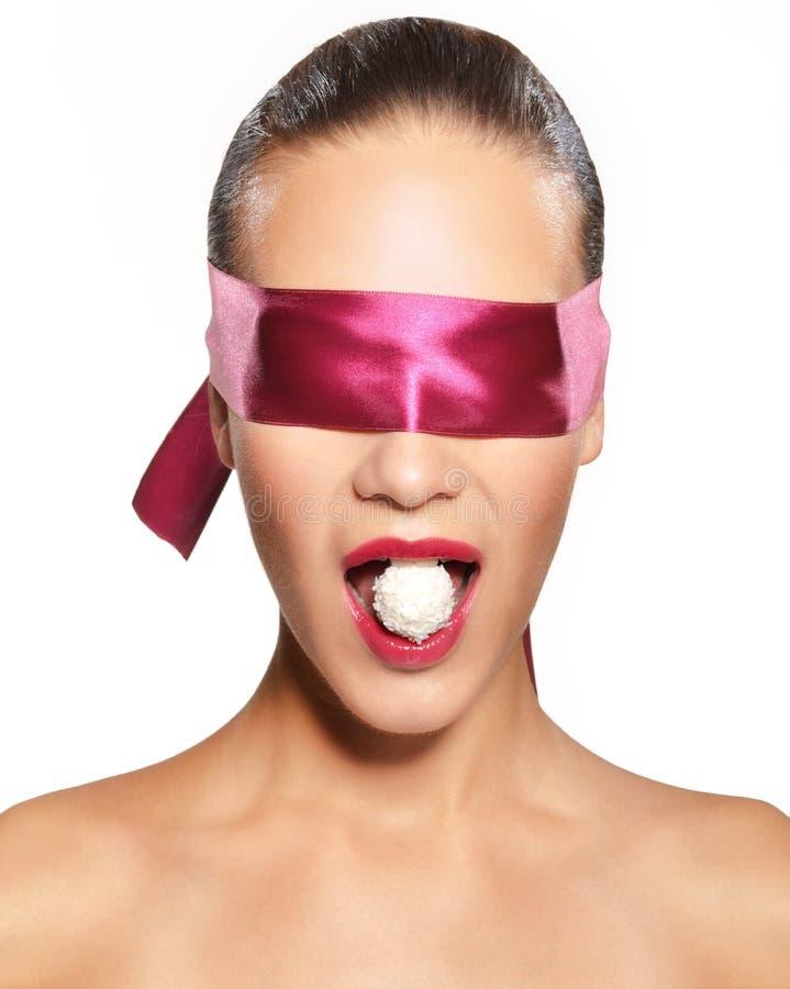 蒙住眼睛的妇女 免版税图库摄影