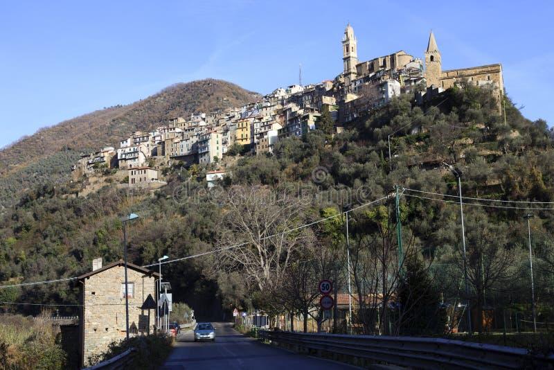 蒙塔尔托ligure村庄视图在冬天,统治权,利古里亚,意大利,欧洲 免版税库存照片
