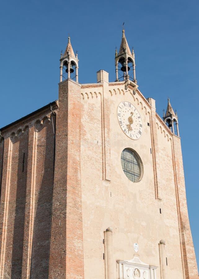 蒙塔尼亚纳,帕多瓦,意大利中央寺院的门面的细节  免版税图库摄影