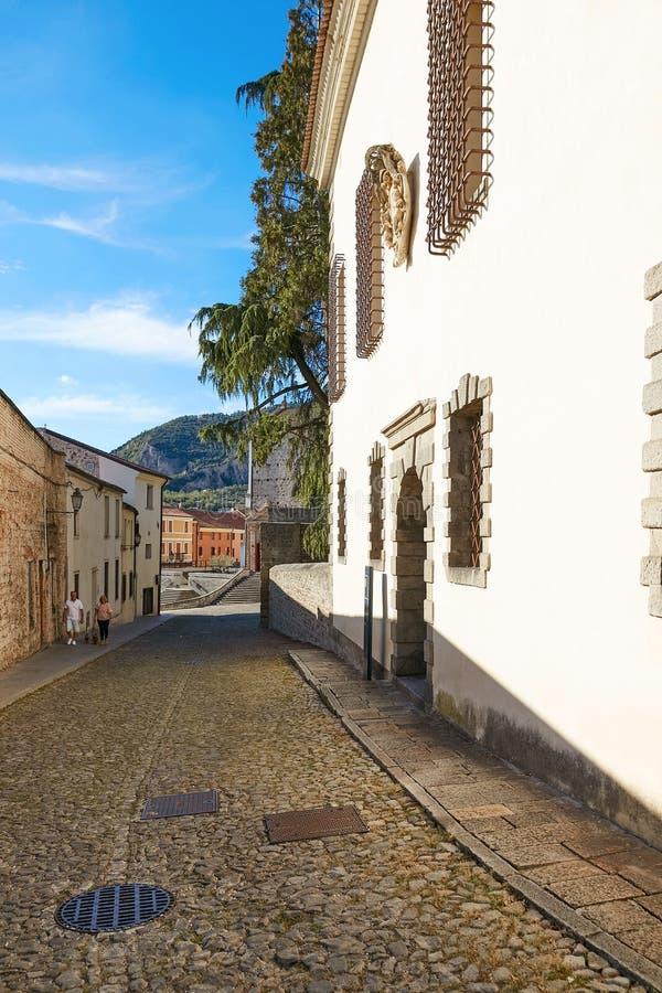 蒙塞利切,意大利- 2017年7月13日:街道在蒙塞利切,北部意大利的中心 图库摄影