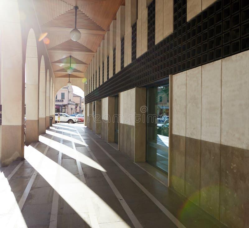 蒙塞利切,意大利- 2017年7月13日:街道在蒙塞利切,北部意大利的中心 免版税库存图片