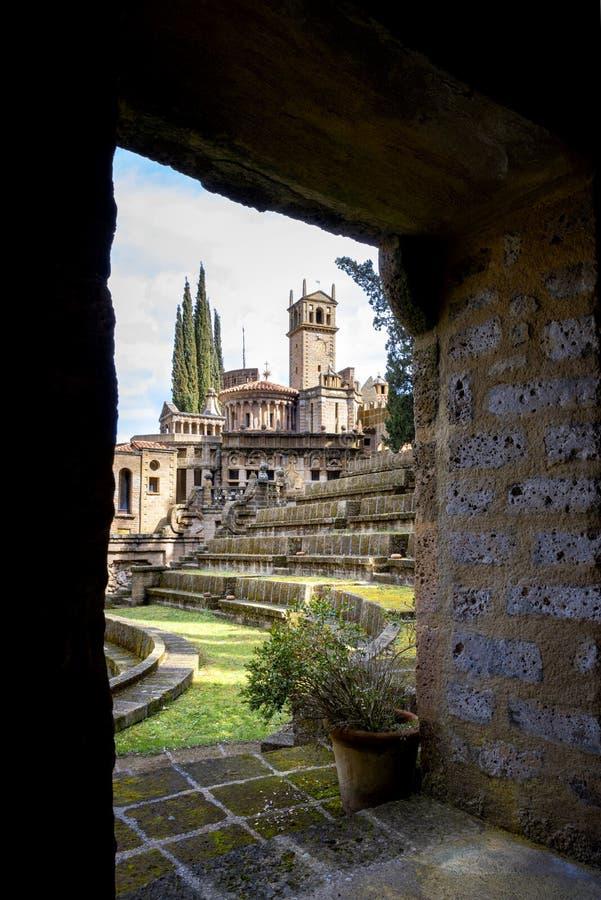 蒙泰加比奥内:Scarzuola,理想的城市,汤马素设计的超现实的艺术作品Buzzi 意大利 免版税库存照片