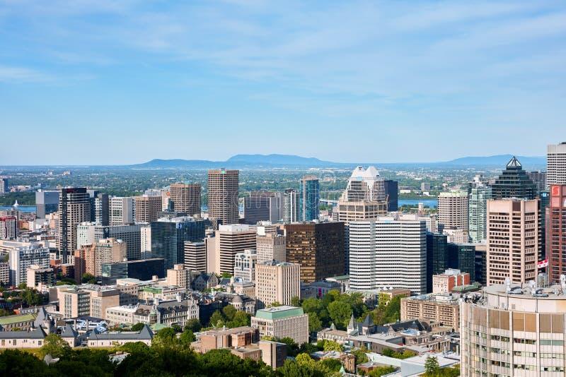 蒙特利尔市从皇家山的地平线视图在魁北克,加拿大 免版税库存照片