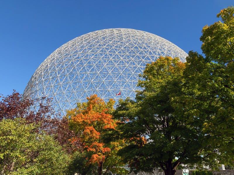 蒙特利尔生物圈在秋天 库存图片