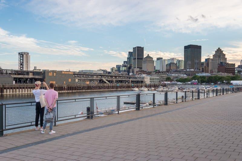 蒙特利尔街市地平线和旧港口 免版税库存照片