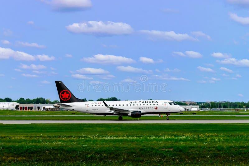 蒙特利尔,魁北克,加拿大- 2018年8月18日:巴西航空工业公司175加航明确离开从蒙特利尔YUL 免版税库存照片