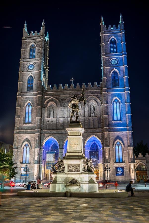 蒙特利尔,魁北克,加拿大- 2014年7月16日:蒙特利尔Notre Dame大教堂黄昏的 库存照片