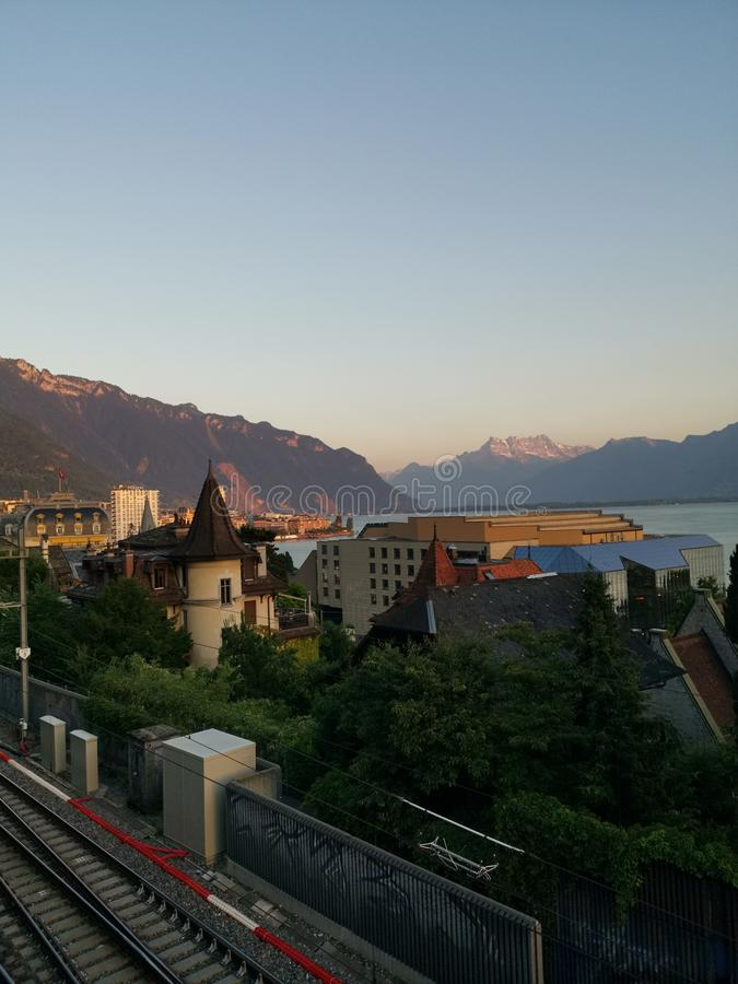 蒙特勒和凹痕du密地瑞士看法  库存照片