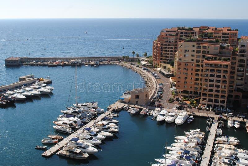 蒙特卡洛港口城市全景 豪华游艇和公寓看法在摩纳哥的港口 免版税库存照片