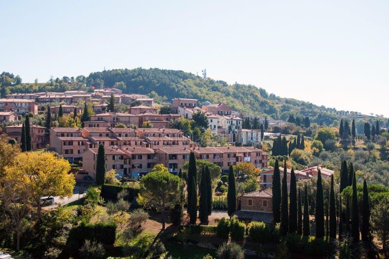 蒙达奇诺住宅区的看法  意大利托斯卡纳 库存图片