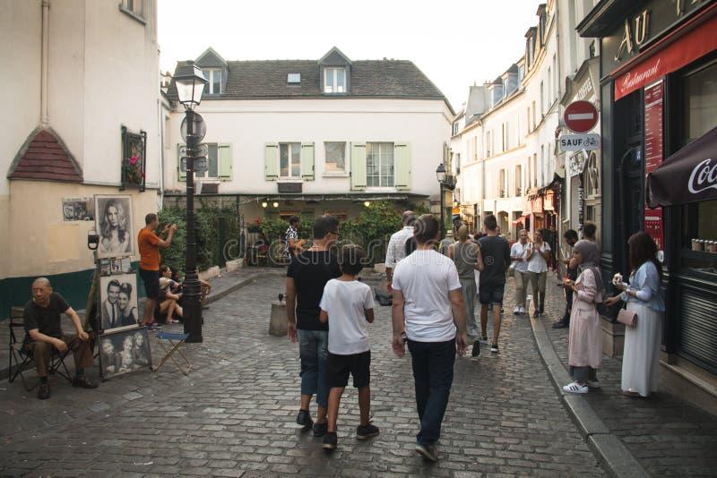 蒙马特的人们在巴黎 免版税库存照片