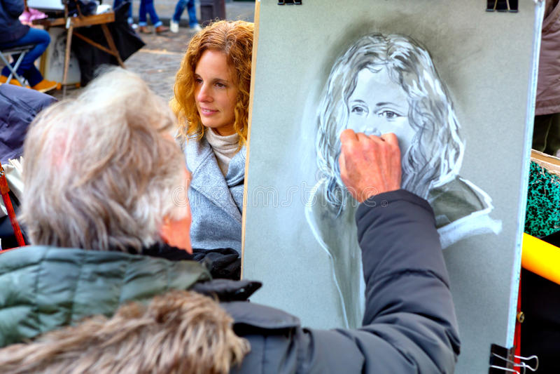蒙马特,巴黎,法国- 12 10 2016年:画portra的画家 免版税库存图片