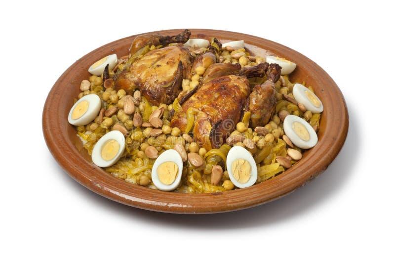 与鸡和焦糖的葱的摩洛哥蒸丸子 免版税图库摄影