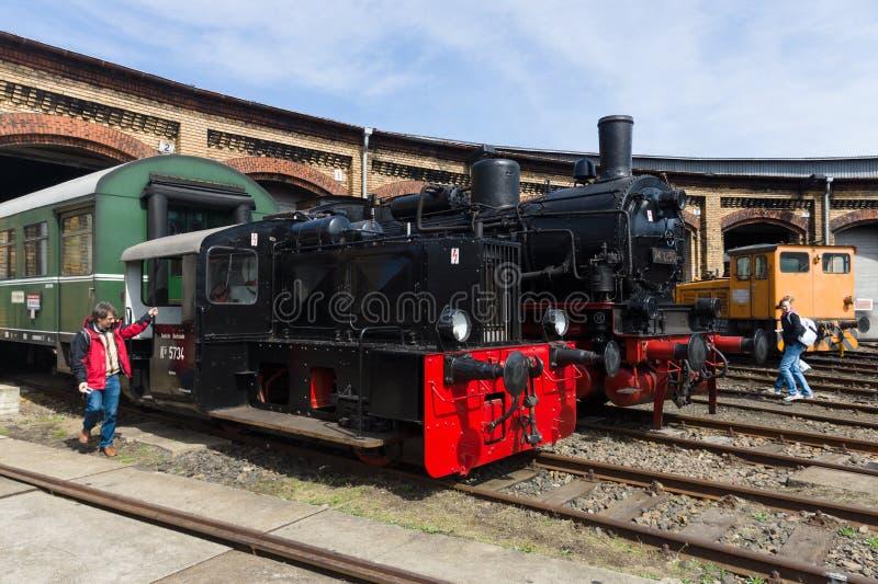 蒸汽机车Borsig 9525和DRG Kleinlokomotive类我(Gmeinder) 免版税库存照片