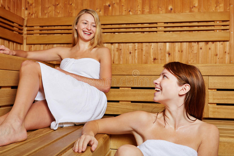 蒸汽浴的二个朋友 库存照片