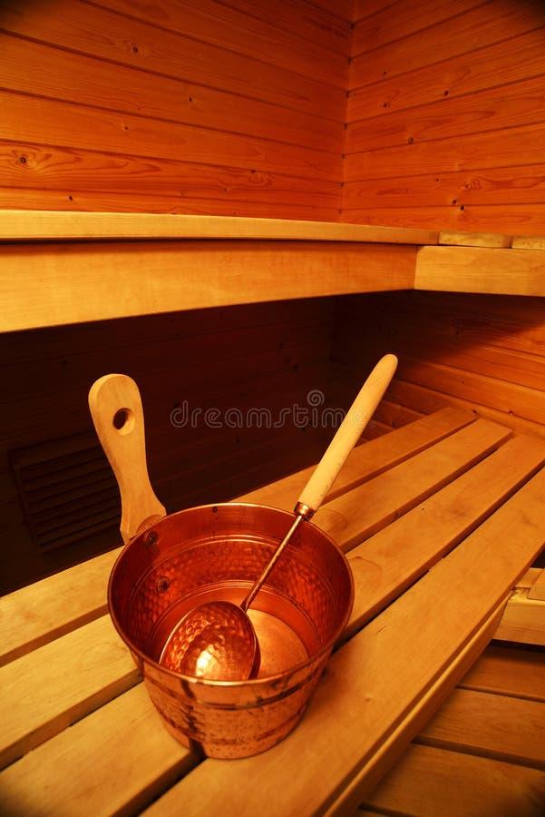 蒸汽浴、桶和瓢内部  图库摄影