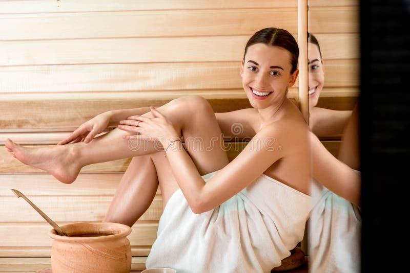 蒸汽浴的妇女 图库摄影