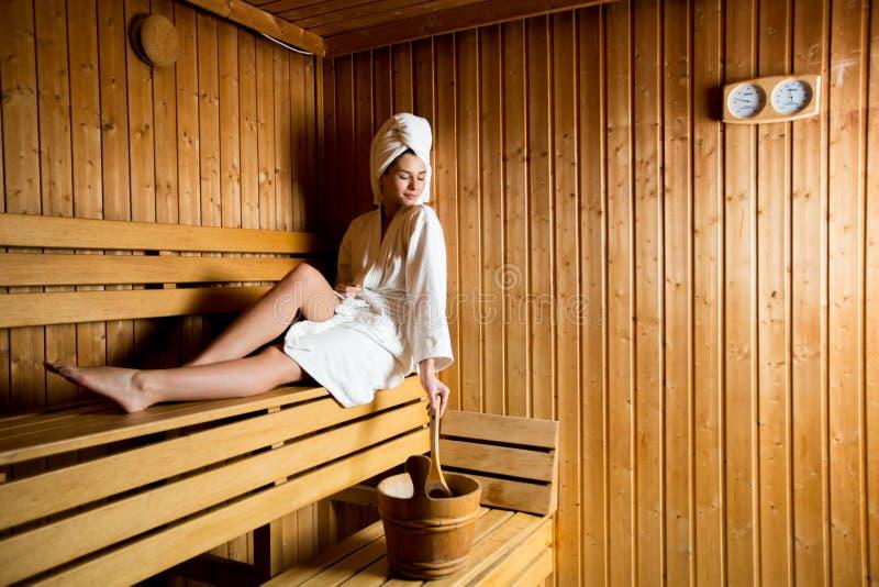 蒸汽浴的少妇 免版税库存照片